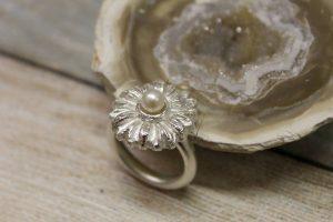 zilver ring met parel in top
